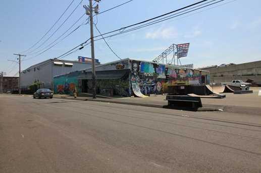 1625 Railroad Avenue - Photo 2