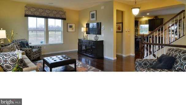 632 Barrie Rd - Photo 2