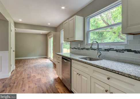 10 Suffolk Ct - Photo 8