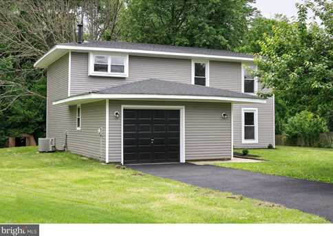 10 Suffolk Ct - Photo 2