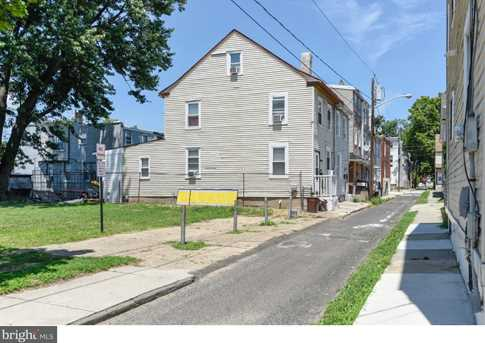 209 N Willow St - Photo 4