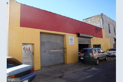 944 W Russell Street - Photo 1