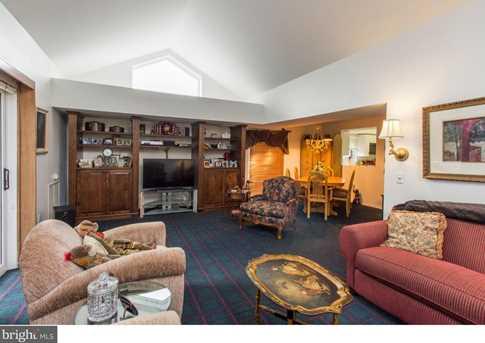 1750 Oakwood Terrace #4E - Photo 4