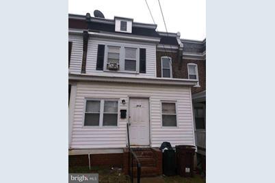 512 W 30th Street - Photo 1