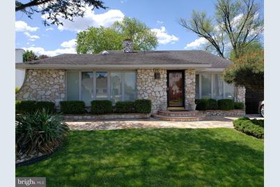 268 W Browning Road - Photo 1