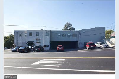 4228 St. Lawrence Ave Saint Lawrence Avenue #UNIT D - Photo 1