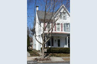331 E Maple Street - Photo 1