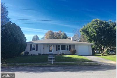881 Middle Street - Photo 1