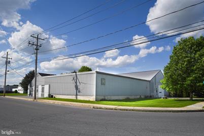 220 S Maple Street - Photo 1