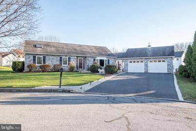 1405 Putnam Drive - Photo 1