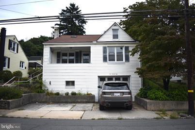521 W Columbia Street - Photo 1