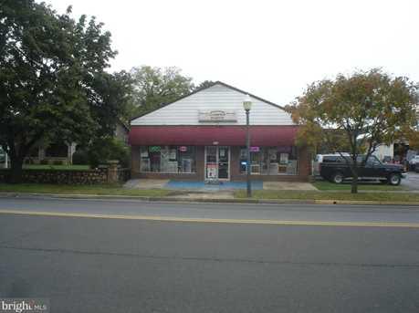 327 Royal Avenue N - Photo 1