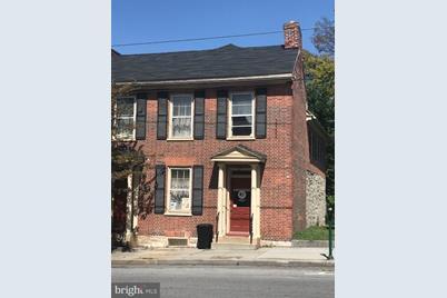 130 West Burke Street - Photo 1