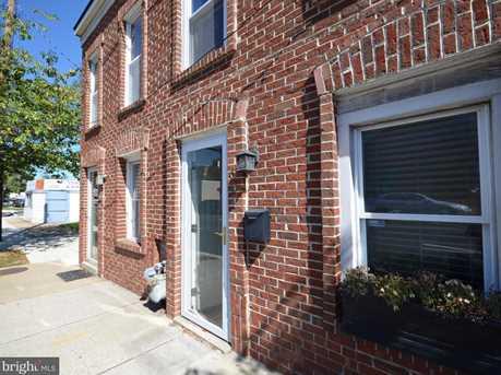 621 N Henry Street - Photo 1