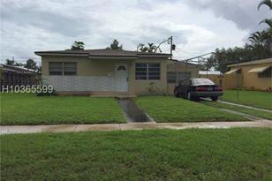 6630 NW 40th St - Photo 1