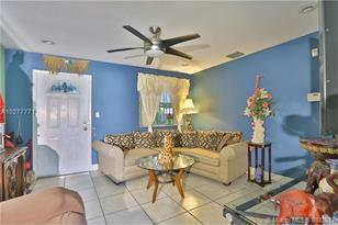 3031 NW 94th St - Photo 1