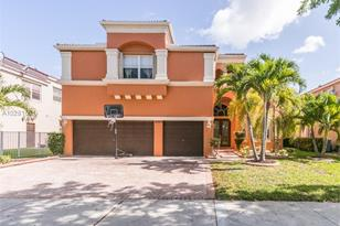 16999 SW 54th Ct - Photo 1