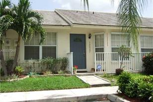 12527 SW 147th Ter - Photo 1