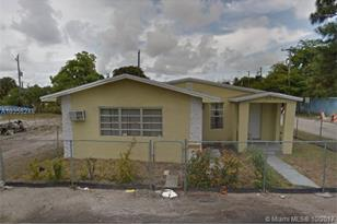 902 NW 13th Ave - Photo 1