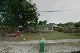 2440 NW 93 Ter - Photo 1