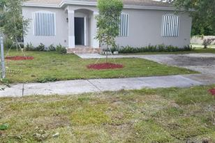 2000 NW 127th St - Photo 1