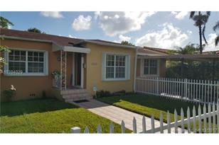 2220 SW 25th Ter - Photo 1