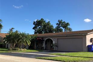 8520 NW 5th St - Photo 1