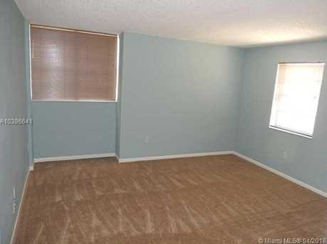 10425 SW 112th Ave #304 - Photo 4