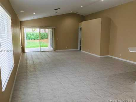 1560 Canary Island Dr - Photo 4