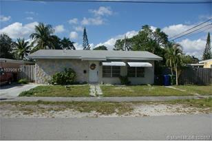 1033 SW 18th Ave - Photo 1
