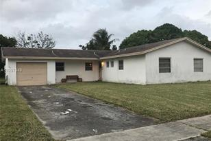 4401 NW 14th St - Photo 1