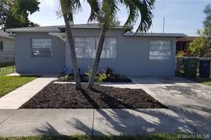 936 NW 10 St - Photo 1