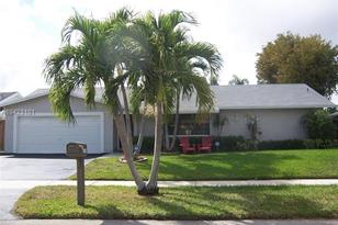 11740 SW 113th Pl - Photo 1
