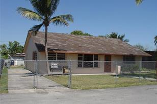 930 NW 2nd St - Photo 1