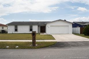 10754 SW 174th Ter - Photo 1