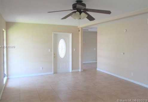 7200 NW 68th St - Photo 2