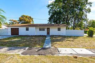2040 NW 195th St - Photo 1