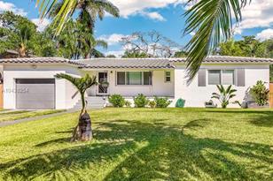 13821 NE Miami Ct - Photo 1