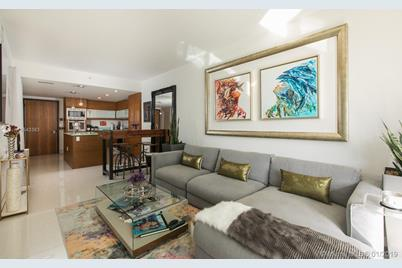 5875 Collins Ave #604 - Photo 1