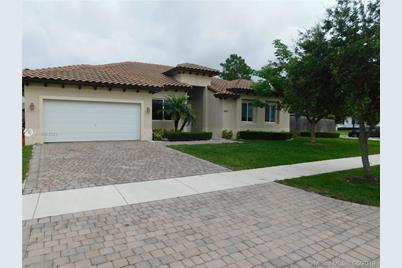8431 SW 196th Ter - Photo 1
