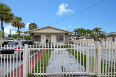 879 SW 66th Ave - Photo 1