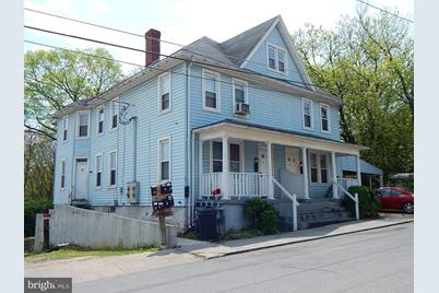 303 Maple Avenue - Photo 1