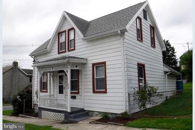 607 Pleasant Street - Photo 1