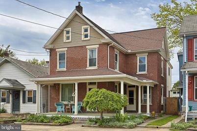218 W High Street, Manheim, PA 17545