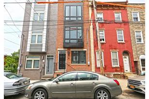 121 W Master Street - Photo 1