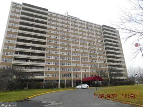 807 Barclay Towers - Photo 1