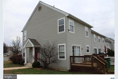 208 Buttonwoods Road - Photo 1