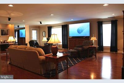 Stupendous 3209 Falcon Lane 125 Wilmington De 19808 Machost Co Dining Chair Design Ideas Machostcouk