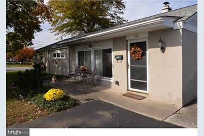 Cool 701 Woodbrook Lane Plymouth Meeting Pa 19462 Beutiful Home Inspiration Ommitmahrainfo