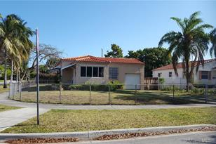 1760 SW 16th Ave - Photo 1
